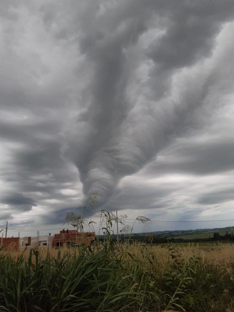 Nuvem rolo chama atenção em Assis Chateaubriand: 'Foi de assustar', diz moradora