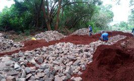 Morro de Linha Heidrich começa a ser pavimentado em Marechal Rondon
