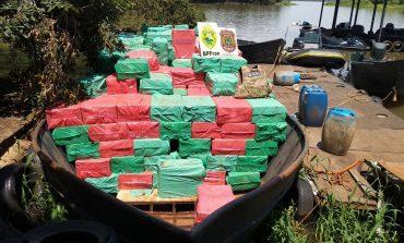 Operação Hórus apreende embarcação carregada com cerca de 600 caixas de cigarros paraguaios
