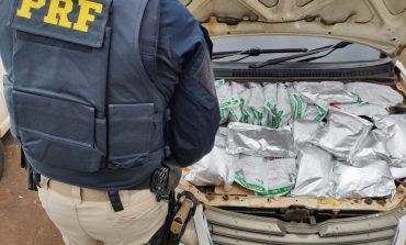 PRF prende casal paraguaio e apreende veículo com agrotóxicos contrabandeados escondidos no motor
