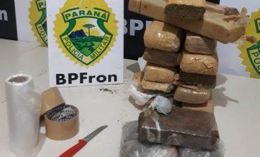 BPFron prende dois, encaminha um menor e apreende 11,4 quilos de maconha em Guaíra
