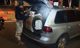 Polícia Rodoviária Federal apreende dois veículos com cigarros contrabandeados e prende um condutor