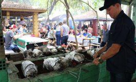Festa do cupim reúne milhares de pessoas e 199 equipes que assaram mais de quatro toneladas de cupins