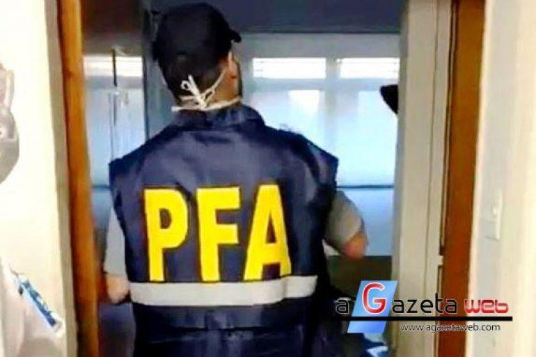 Rapaz de 24 anos está em prisão domiciliar por 'contaminar' 11 pessoas com coronavírus em uma festa