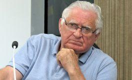 Pedro Rauber propõe asfalto sobre trecho de pedras irregulares na Rua 10 de Abril