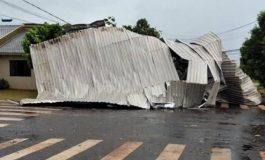 Chuva e ventos fortes causam estragos em Maripá na tarde desta quarta-feira (18)