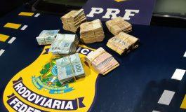 PRF apreende R$ 54,5 mil em dinheiro com três homens na BR-277 em Santa Terezinha de Itaipu