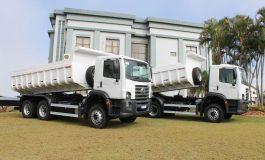 Mercedes recebe dois caminhões basculantes