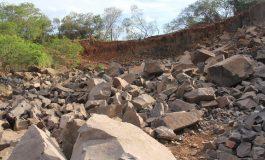 Serviço de perfuração e desmonte de rochas na Pedreira Municipal viabiliza obras em Nova Santa Rosa
