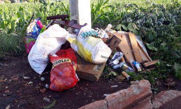 Munícipes estão realizando descarte incorreto de materiais recicláveis em Entre Rios do Oeste