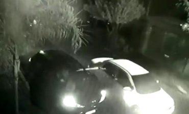 Câmera flagra momento que homem é executado a tiros em Cascavel; carro dos suspeitos foi incendiado