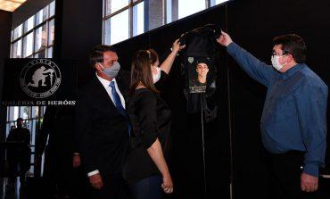 Bolsonaro inaugura Galeria de Heróis do Programa Vigia e presta homenagem à família de rondonense