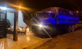 Operação Flagellum: PRF apreende caminhão carregado com cigarros paraguaios em Guaíra