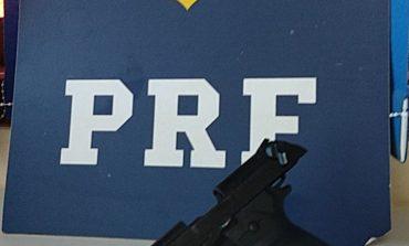 PRF prende dupla com arma e veículo adulterado em Marechal Cândido Rondon