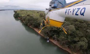 Operação Flagellum: com helicóptero, PRF apreende embarcação carregada de maconha no Rio Paraná