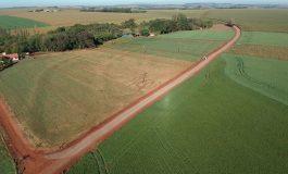 Prefeitura rondonense realiza aplicação de solo-brita na Linha Boa Vista, em Novo Três Passos