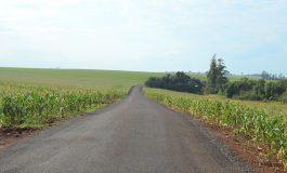 Três linhas são beneficiadas com asfalto sobre pedras irregulares em Entre Rios do Oeste