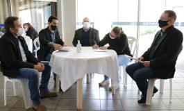 Em Pato Bragado, 40 famílias assinaram contratos de construção de moradias populares nesta sexta (10)