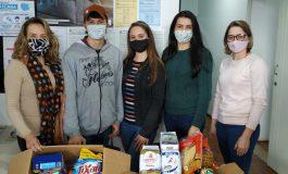 Provopar de Nova Santa Rosa recebe doação de alimentos de jovens da 1ª Igreja Batista