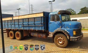 Policiais da Operação Hórus realizam apreensão de caminhão carregado com cigarros em Palotina