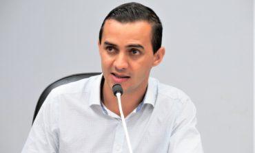 Ronaldo Pohl sugere limpeza quinzenal da pista de atletismo do Estádio Municipal