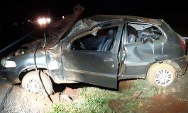 Veículo capota na BR-163, próximo à Samollé, em Quatro Pontes, e condutor fica ferido
