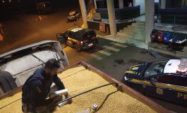 PRF apreende R$ 3 milhões em cigarros contrabandeados, na Ponte Ayrton Senna, em Guaíra