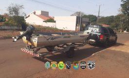 Em Pato Bragado, Cobra/BPFron e PF prende um e apreende barco carregado com pneus paraguaios