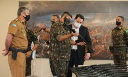 Paraná recebe 100 fuzis do Exército Brasileiro para reforçar a segurança pública no Estado