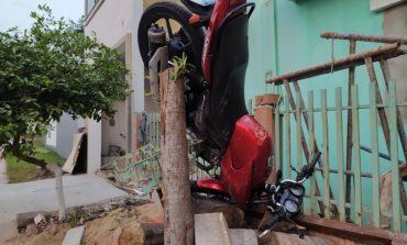 Acidente envolvendo motocicleta e skate em Toledo resulta em adolescente com fratura na clavícula
