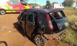 Carro capota várias vezes na BR-467 em Toledo, e vítimas estão em estado grave