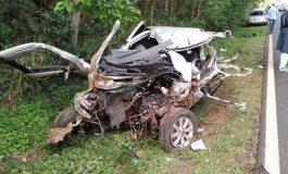 Condutor morre após colisão frontal entre carro e caminhão na PR-281