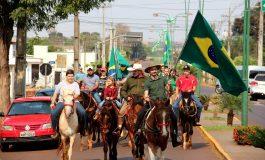 Cavalgada da Independência, organizada pela Comitiva da Pioneira, marca a data em Nova Santa Rosa