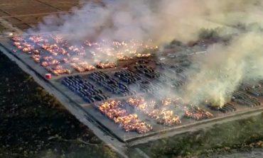 Incêndio de grandes proporções destrói milhares de fardos de algodão em pátio de empresa