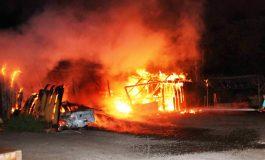 VÍDEO: Incêndio destrói garagem e veículos em Nova Santa Rosa durante a madrugada deste sábado (5)