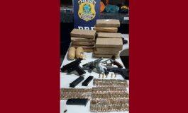 PRF prende motorista em flagrante com drogas, armas e munições