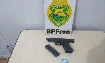 BPFron prende pessoa com documento adulterado, pistola Glock e cocaína em Mercedes