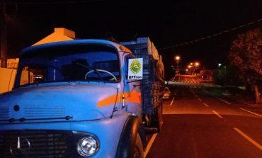 BPFron apreende caminhão carregado com cigarros, abandonado em movimento por jovem de 17 anos