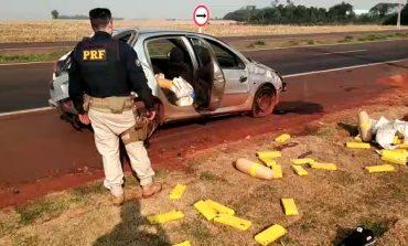 PRF de Quatro Pontes apreende 157,5 kg de drogas após perseguição a traficante, que capotou veículo e fugiu
