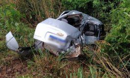Colisão frontal entre carro e caminhão deixa condutor gravemente ferido em Mercedes