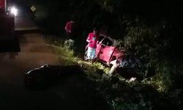 Uma pessoa morre e duas ficam em estado grave após acidente na PR-484; vídeo