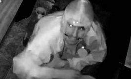 Câmeras flagram ladrão que invadiu e furtou a Churrascaria Três Passos em Marechal Rondon