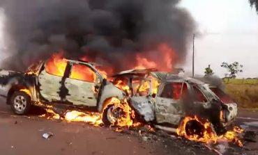 Após colisão frontal, veículos pegam fogo nesta segunda (5); PRF ainda não sabe número de mortos