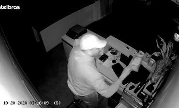 Câmera flagra ação de criminoso que arrombou e furtou restaurante em Nova Santa Rosa; assista