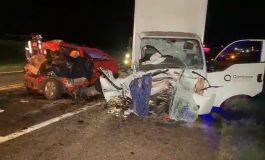 Colisão frontal entre carro e caminhão na BR-277 deixa uma pessoa morta e duas feridas em Matelândia
