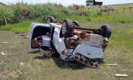 PRF apreende maconha, skunk e haxixe após veículo capotar