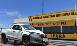 Condutor de Fiat/Strada se envolve em acidente com caminhão, em Iporã, e foge do local a pé