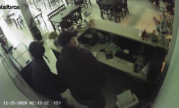 Câmeras flagram criminosos furtando restaurante em Nova Santa Rosa na madrugada de hoje (25)