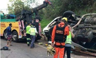 Socorrista morre esmagada por caminhão durante resgate de família em acidente