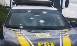 Suspeitos de assalto a banco armados com fuzil atiram contra a PRF e PM em Ponta Grossa; policial fica ferida